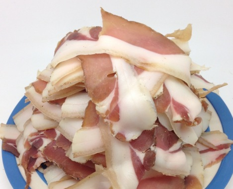 mountain of sliced unsmoked bacon
